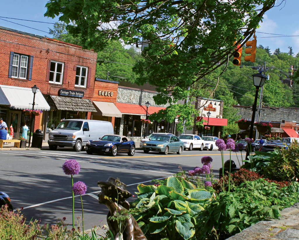 Scenes to Savor:  Blowing Rock's pedestrian-friendly Main Street is lined with boutiques, restaurants, and a quaint park in the center.