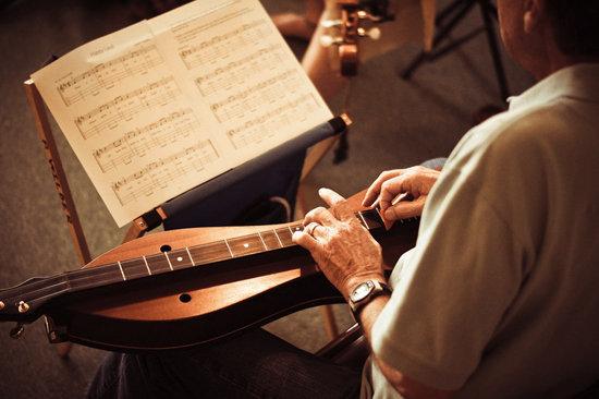 A music workshop during Dulcimer Celebration week.