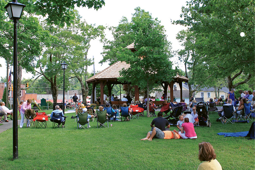 """Smack in the center of town, Blowing Rock Memorial Park has a playground, gazebo, and picnic tables, and holds concerts as well as monthly Art in the Park shows. Visit <a href=""""http://www.townofblowingrock.com"""">www.townofblowingrock.com</a> for details."""